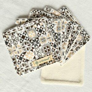 Lot de coton démaquillant tissu à motif carreaux de ciment gris, beige, taupe sur fond blanc